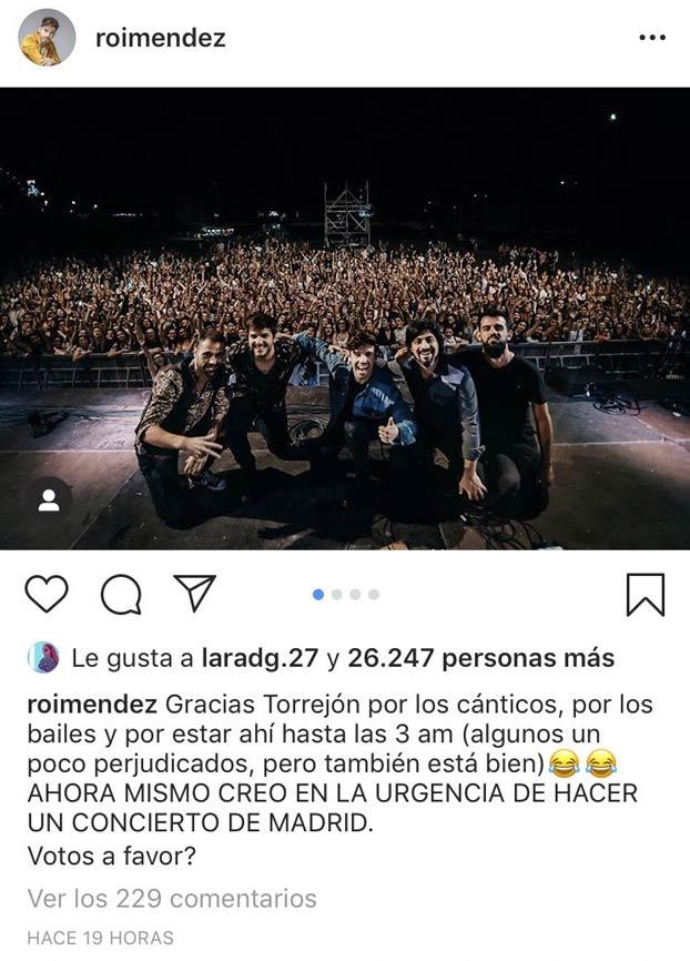 El triunfito Roi Méndez no tiene el éxito esperado en un concierto y rellena los huecos vacíos multiplicando con Photoshop al público