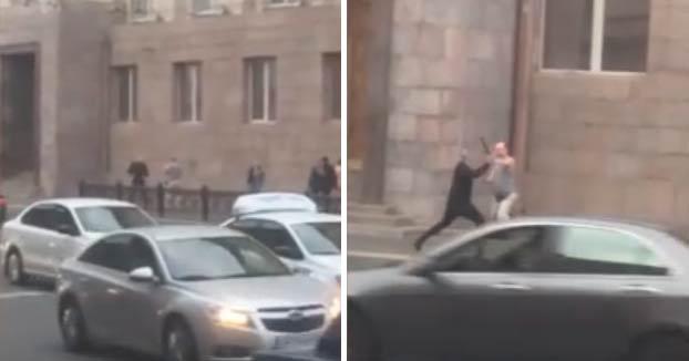Un ruso ataca con un machete a un guardia de estacionamiento por la falta de plazas de aparcamiento