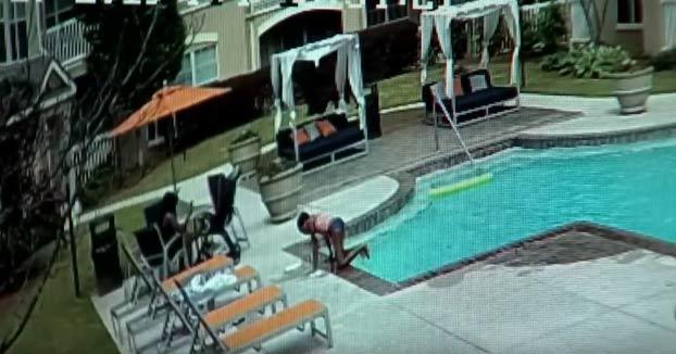 Una niña de 10 años salva a su hermana pequeña de morir ahogada en la piscina