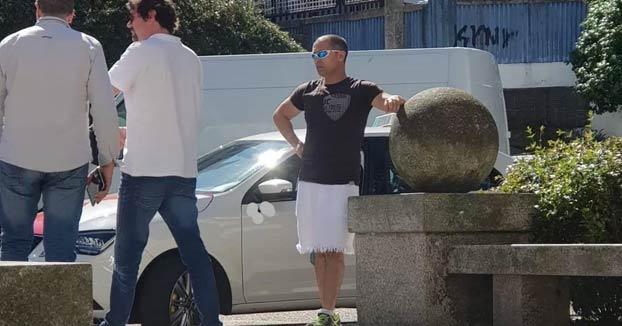Denuncian a un taxista de Vigo por llevar falda