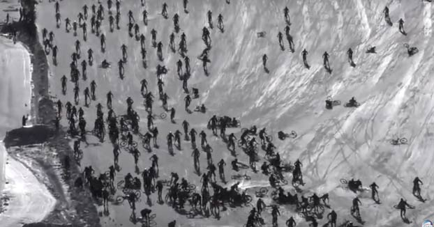 Accidente multitudinario en el Mountain of Hell 2019: 1.000 bikers descendiendo por la nieve a toda velocidad