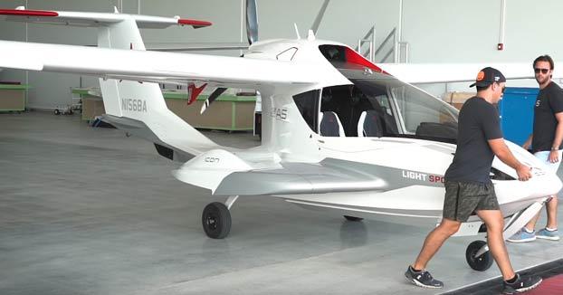 Alejandro Salomon prueba el avión más barato del mundo