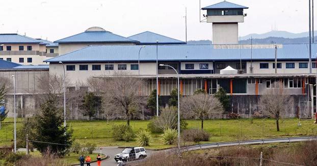 Pontevedra: Un preso de la cárcel de A Lama se traga siete pilas y se introduce una varilla por el pene