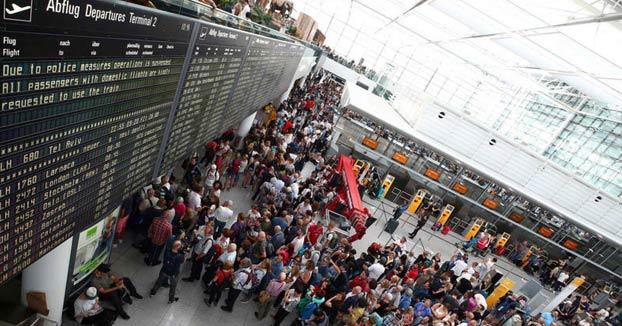 Un español abre una puerta equivocada en el aeropuerto de Múnich y obliga a cancelar 130 vuelos