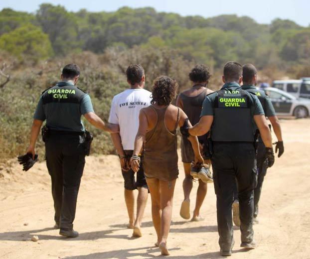 La Guardia Civil desmantela una fiesta ilegal en Ibiza. Más de 70 detenidos y 13 heridos