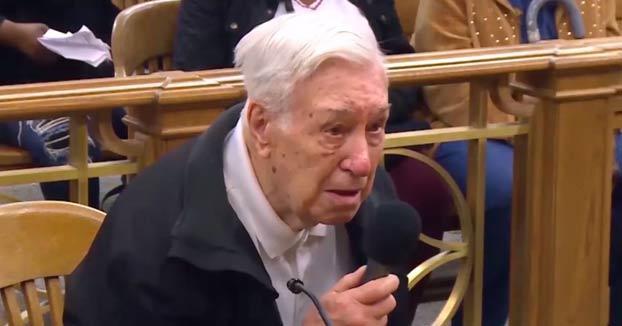 Un juez se conmueve con la explicación de un anciano de 96 años, acusado de exceso de velocidad