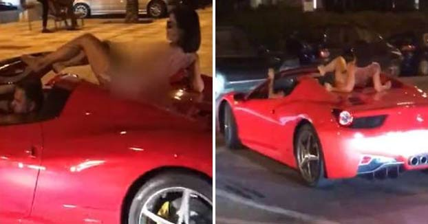 Imputan un delito penal contra el conductor de un Ferrari que llevaba a una mujer desnuda sobre el vehículo en Ibiza
