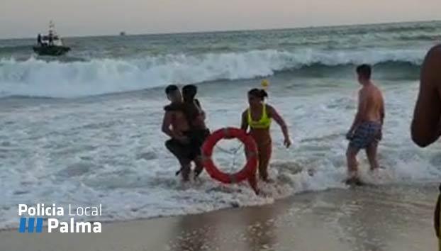 Un niño, tras ser salvado por una socorrista en Mallorca: ''Pensaba que no me ibas a sacar por ser negro''