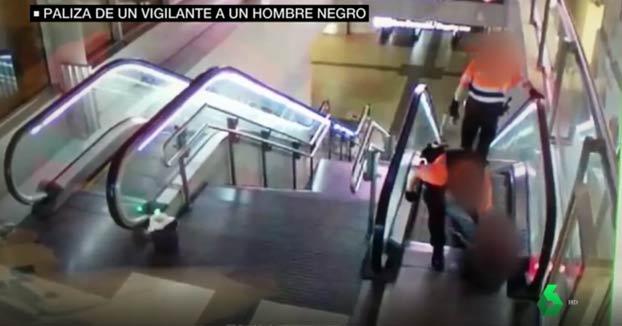 Un vigilante de una estación de Madrid agrede a un hombre negro y lo deja inconsciente