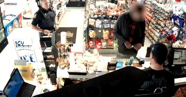 El arresto más rápido: Intenta pagar con una tarjeta de crédito robada en una tienda y un policía está justo detrás