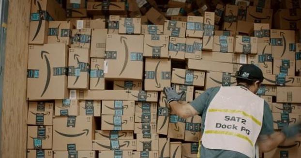 Un joven de Mallorca estafa 330.000 euros a Amazon devolviendo cajas llenas de tierra