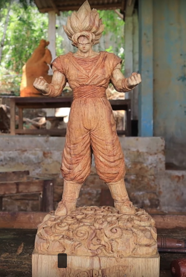 Esta chaval vietnamita talla en madera a Goku Super Saiyan y el resultado es de 10