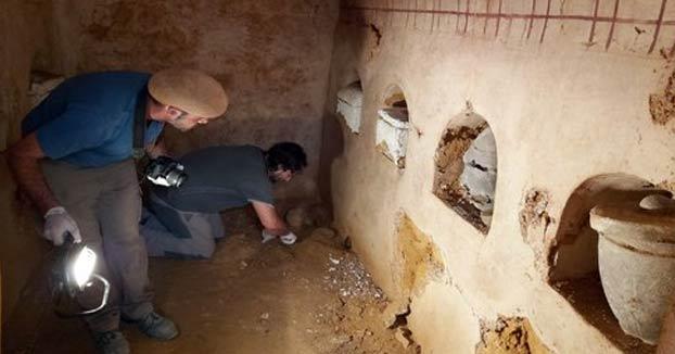 ''Un amigo mío se está haciendo una casa en Sevilla, y han encontrado una entrada a una cámara funeraria intacta de mas de 2000 años''