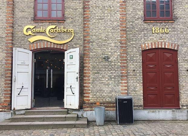 Tras ganar el Premio Nobel de física en 1922, a Niels Bohr la cervecera Carlsberg le regaló una casa y cerveza gratis de por vida