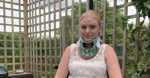 La angustiosa vida de la mujer que podría morir si gira la cabeza hacia la izquierda