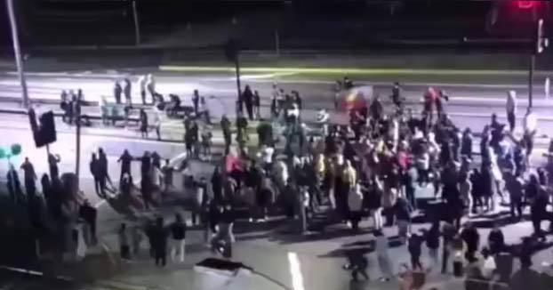 Un coche atropella a un grupo de manifestantes en Chile dejando 2 muertos y 9 heridos graves
