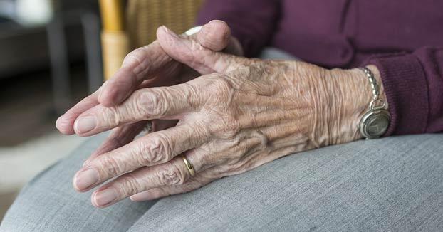 'El club de la lucha': tres empleadas detenidas por organizar peleas clandestinas entre los ancianos de un centro geriátrico