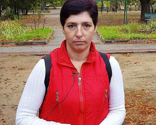 La madre biológica de la niña ucraniana con enanismo asegura que tiene 16 años y no es una adulta sociópata