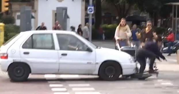 Atropellan a una usuaria de patinete después de entrevistarla en IB3