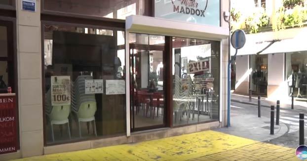 La reproducción de un vídeo sexual en la pantalla de un bar cerrado en Alicante causa estupor entre los vecinos