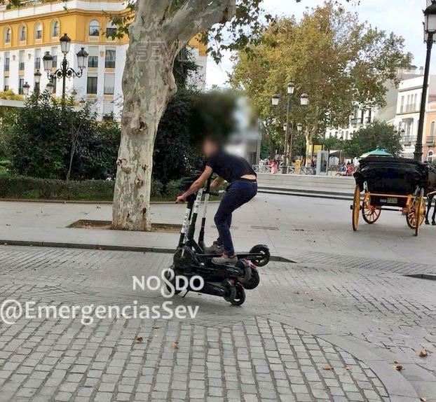 La Policía Local de Sevilla denuncia a un hombre por conducir sobre seis patinetes eléctricos