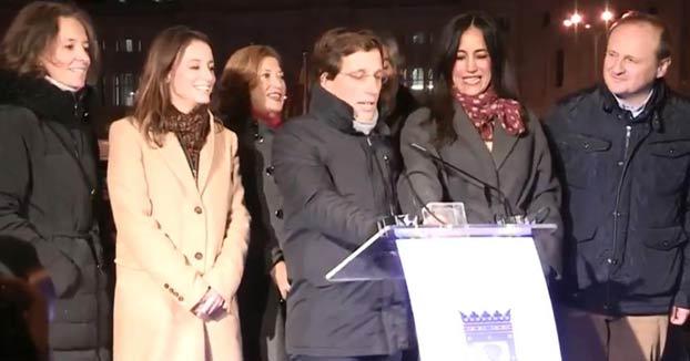 Martínez-Almeida se lía en la cuenta atrás para el encendido del alumbrado de Navidad en Madrid