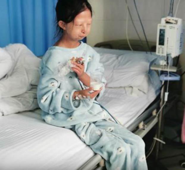 Esta mujer ha vivido cinco años comiendo solo una porción de arroz al día para mantener a su hermano enfermo