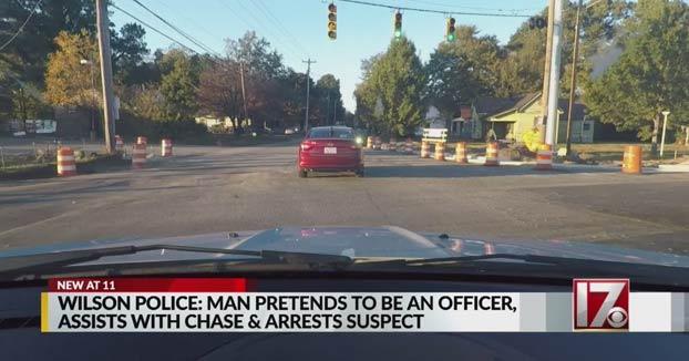 Un policía falso se une a una persecución policial real y detiene a cinco sospechosos antes de ser detenido él