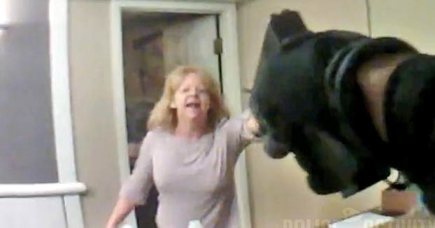 Un policía dispara a una mujer que le amenaza con unas tijeras
