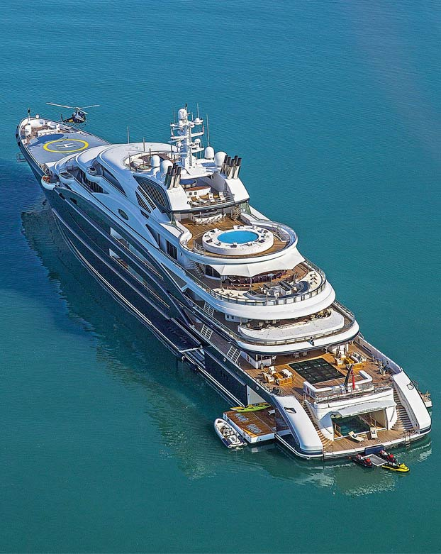 Cerca de 1.000 millones de euros flotan frente a Finisterre en el yate Serene