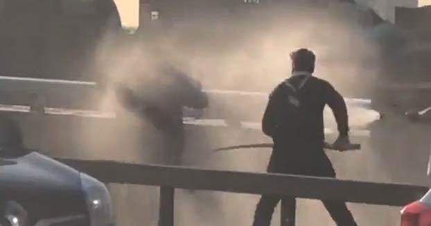 Un hombre se enfrentó al terrorista de Londres con un colmillo de narval