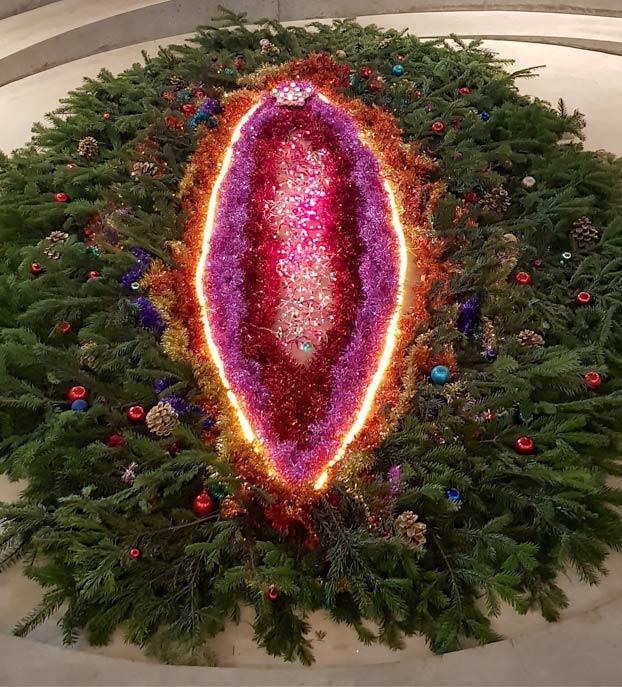 Feministas francesas crean un árbol de Navidad con forma de vagina
