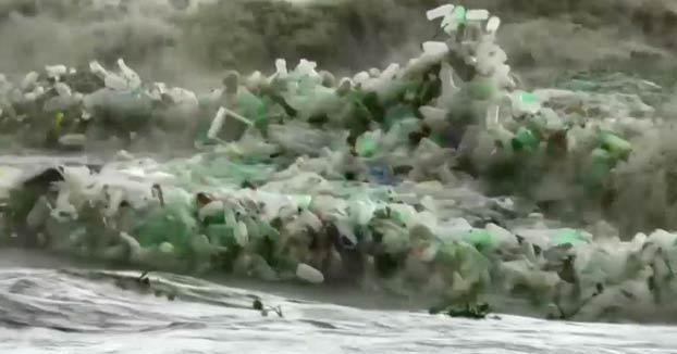 Olas de plásticos en Sudáfrica, la triste imagen del ''progreso''