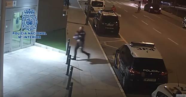 Un policía nacional de Lorca salvó a un niño de cuatro años que se atragantó con un trozo de comida
