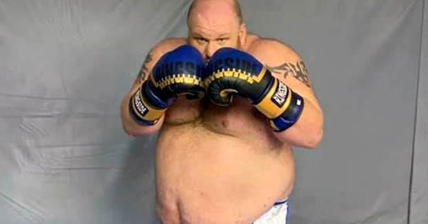Exluchador de artes marciales mixtas de 186 kilos acaba KO en su debut en el boxeo