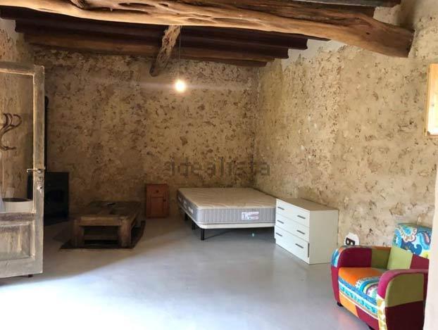 Alquiler en Ibiza: Una caseta de piedra por 1.200 euros al mes