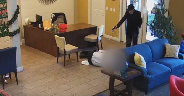 Un anciano dispara dos veces al gerente de su apartamento tras una filtración de agua en su casa