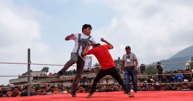 Chivarreto Boxing: Boxeo a puño limpio en una villa de Guatemala cada Viernes Santo