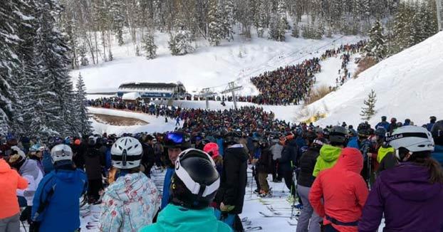 Colas de dos horas para coger el telesilla en la estación de esquí de Vail. Ojo a los vídeos...