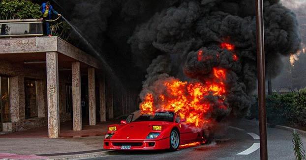 Un Ferrari F40 de 1,3 millones de euros se incendia en una calle de Mónaco