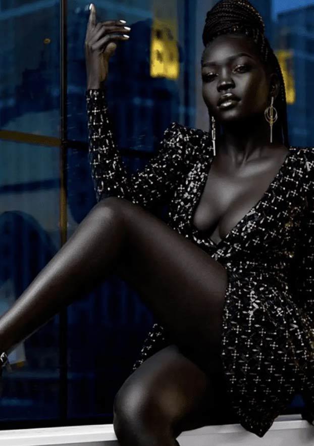 Nyakim Gatwech, la modelo con la piel más oscura del mundo