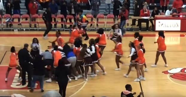 Batalla campal entre cheerleaders: acaban a puñetazo limpio