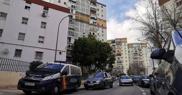 Una bala perdida en un tiroteo en La Palmilla mata a un hombre de 74 años que estaba en su casa