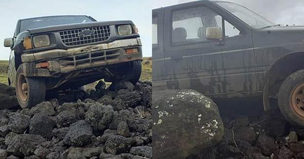 Un turista estrella su camioneta contra una estatua moai de Isla de Pascua