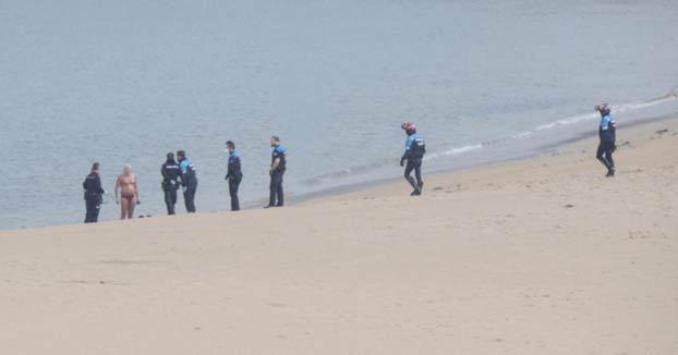 El bañista gijonés de la playa de Poniente, sancionado por cuarto día seguido
