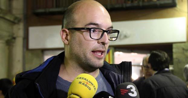 Un concejal de la CUP anima a toser y abrazar fuerte a los militares de la UME en Cataluña