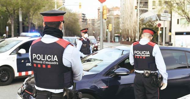 Detienen a un joven de 23 años en Barcelona por amenazar de muerte a la policía en Instagram. Este es el vídeo