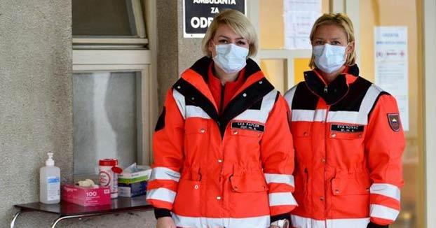 Un paciente con síntomas de coronavirus se harta de esperar y se venga escupiendo a dos sanitarios