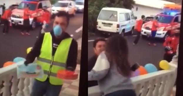Un alcalde de Tenerife ignora el estado de alarma para besar y abrazar sin mascarilla a una vecina que estaba de cumpleaños