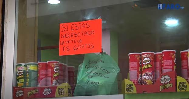 ''Si lo necesitas, llévatela. Es gratis'', iniciativa de un comerciante en su tienda de alimentación